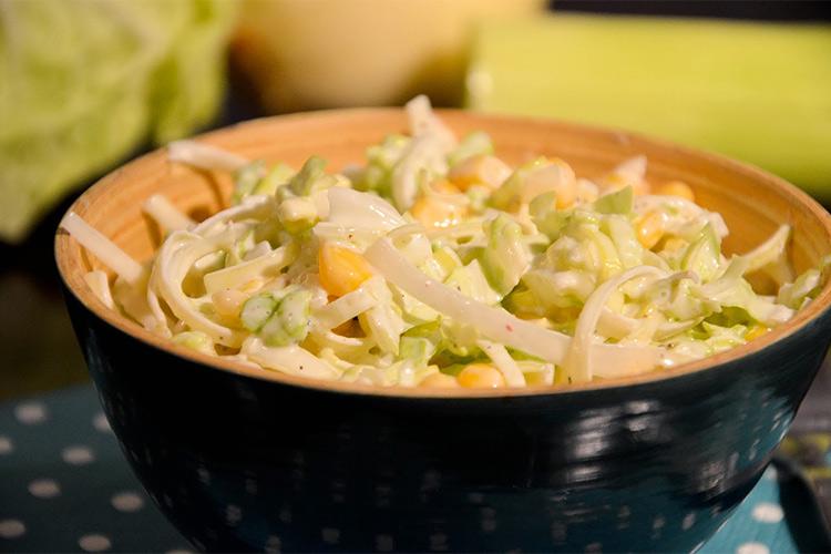 рецепт салата из свежей капусты и кукурузы