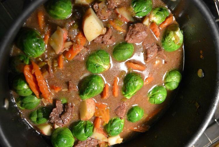 Мясной суп с брюссельской капустой
