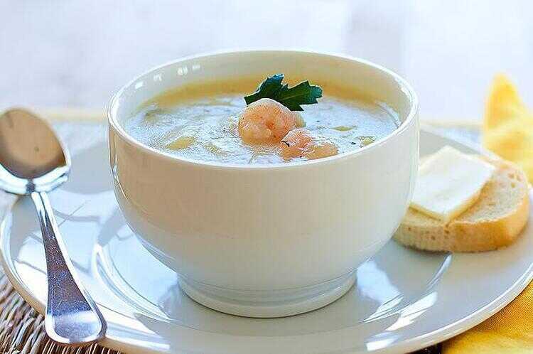 Средиземноморский суп с треской и креветками