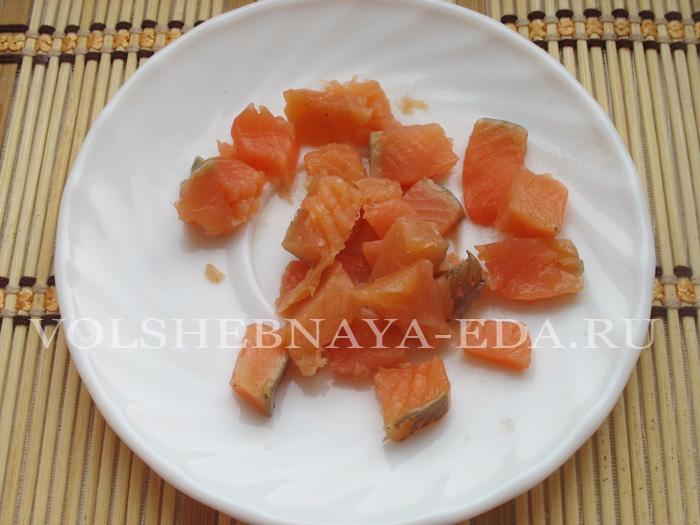 Салат с красной рыбой: шаг 3