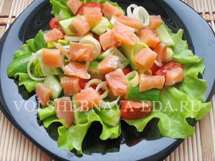 Салат с красной рыбой: шаг 4