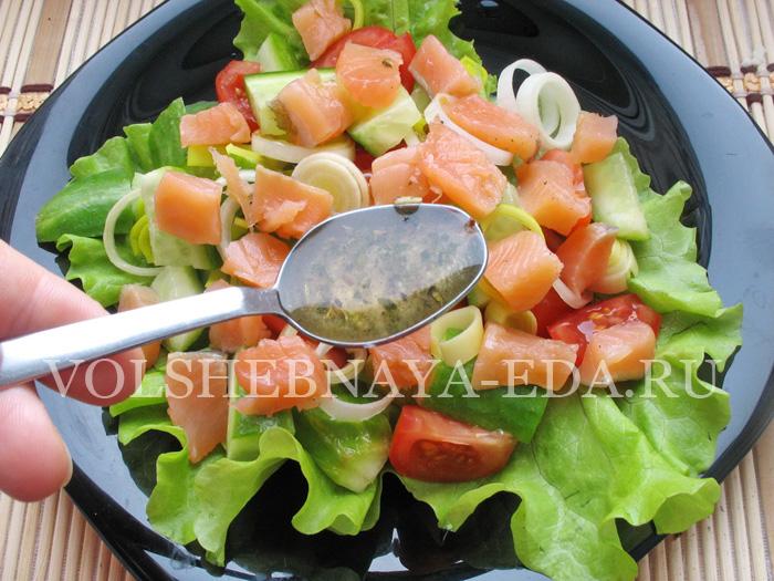 Салат с красной рыбой: шаг 7
