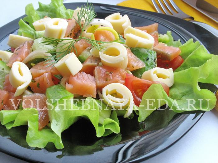 Вкусный, легкий, полезный салат с красной рыбой