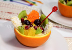 Фруктовый салат в апельсиновой корзинке