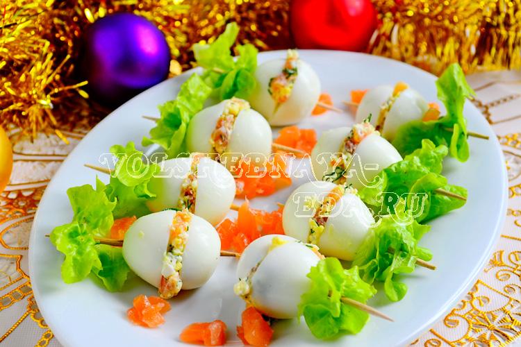 Перепелиные яйца, фаршированные семгой