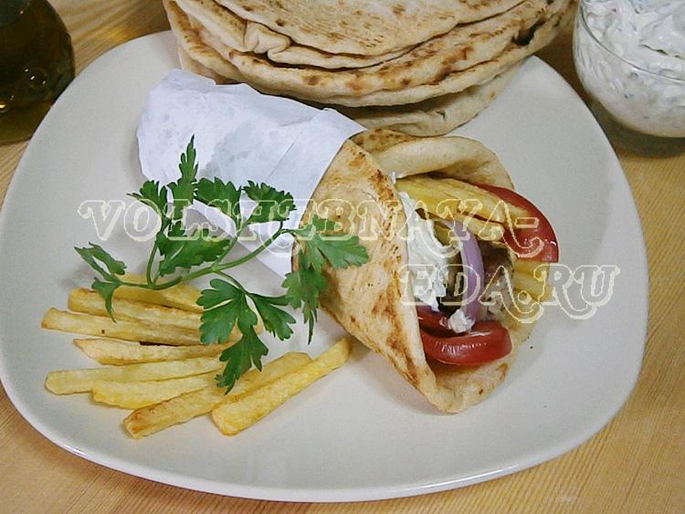 Гирос или сувлаки в лепешке рецепт с фото