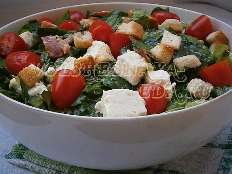 salat-so-shpinatom-i-beconom-10