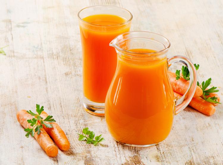 Как сделать свежевыжатый сок из моркови