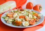 Теплый салат с хурмой