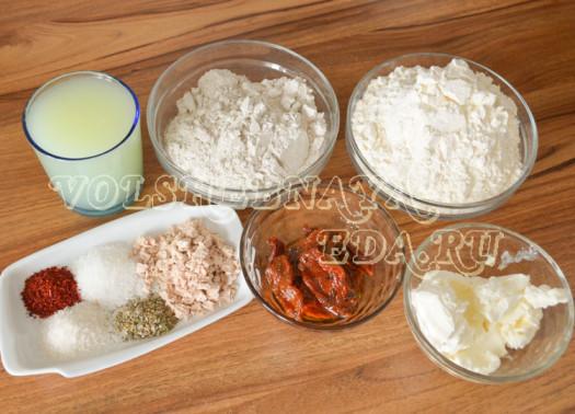 hleb-s-vjalenymi-tomatami-i-krem-syrom