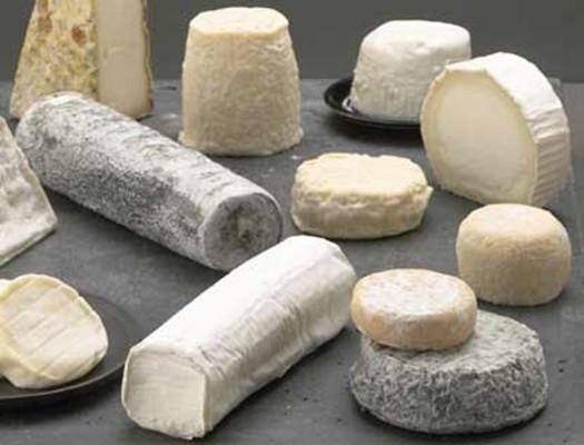 Сырная тарелка состоит из ассорти элитных сортов сыра.