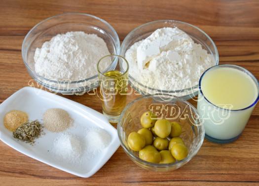 pikantnyj-hleb-s-olivkami-1
