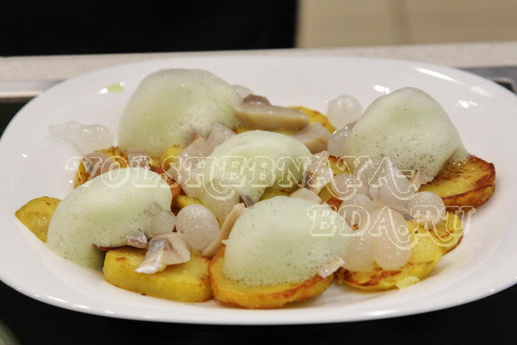 Молекулярная кухня. Жареная картошка с водкой и укропом