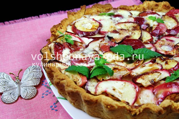 Яблочный пирог из песочного теста со сметаной и сливками