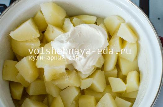 chipsy-iz-kartofelnogo-pjure-s-syrom-3