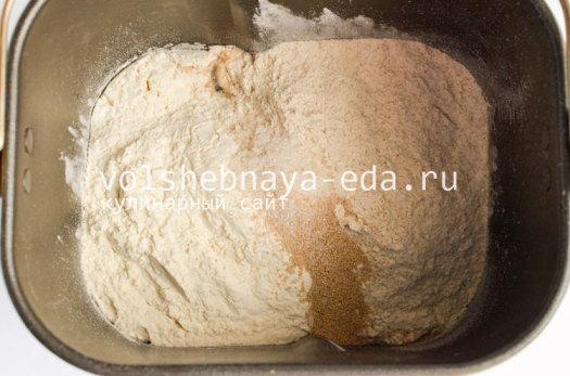 hleb-s-lukom-i-syrom-2