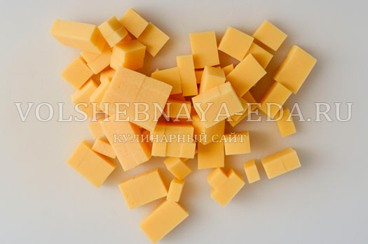 salat-s-suharikami-pikantnyj-2