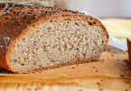 Пшенично-ржаной хлеб с посыпкой льняным семенем