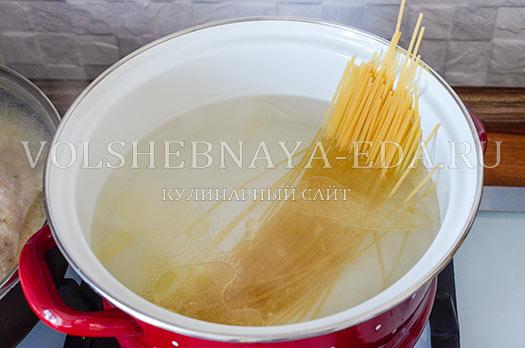spagetti-v-svekolnom-souse-2