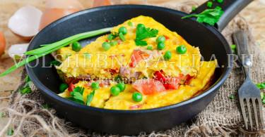 Континентальный завтрак с омлетом