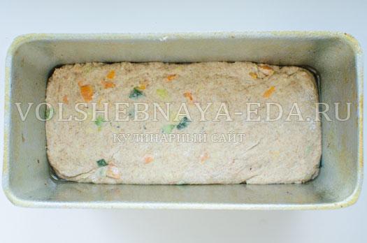 hleb-s-molodymi-kabachkami-i-morkovju-9
