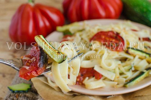 pasta-s-cukini-i-pechenymi-tomatami-12
