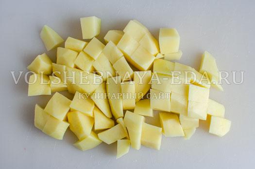 zelenyj-borshh-s-sousom-pesto-3