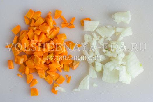 zelenyj-borshh-s-sousom-pesto-4