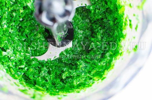 zelenyj-borshh-s-sousom-pesto-8