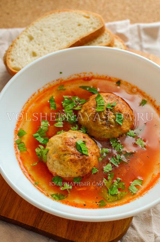 tomatnyj-sup-s-zapechennymi-frikadelkami-14