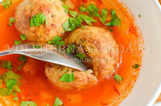 tomatnyj-sup-s-zapechennymi-frikadelkami-15