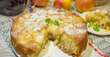 Шарлотка из яблок на кефире