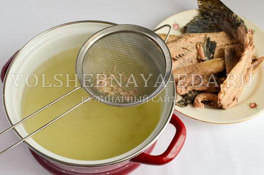 soljanka-iz-rybnyh-konservov-i-gorbushi-4