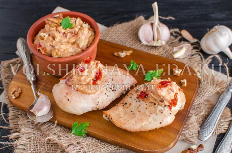 Куриное филе в ароматном масле с вялеными томатами