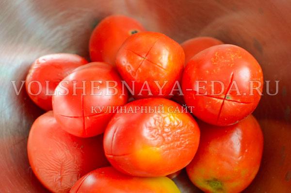 italjanskij-sup-s-tomatami-i-hlebom-2