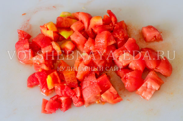 italjanskij-sup-s-tomatami-i-hlebom-5