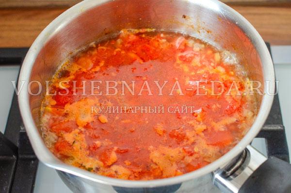 italjanskij-sup-s-tomatami-i-hlebom-7