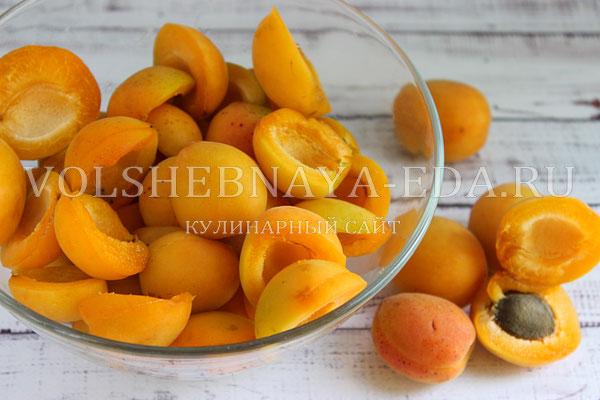 kompot iz abrikosov 1