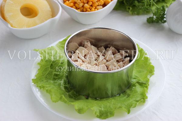salat s ananasami kuricej syrom i yajcom 2