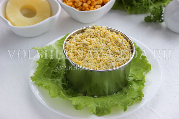 salat s ananasami kuricej syrom i yajcom 4