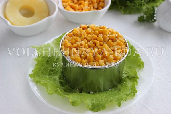 salat s ananasami kuricej syrom i yajcom 5