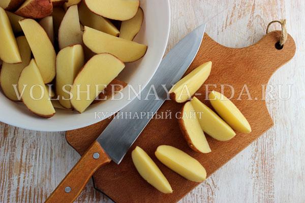 kartofel v duhovke s kolbaskoj 1