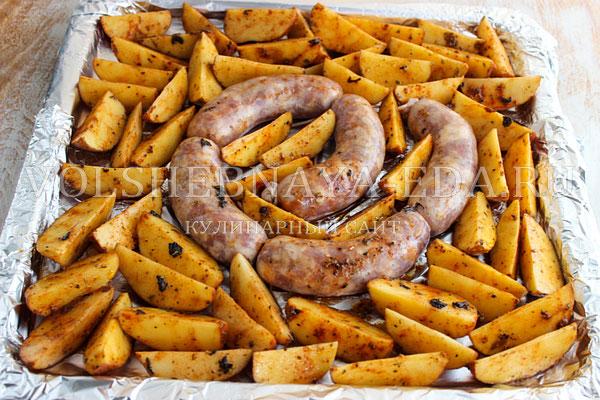 kartofel v duhovke s kolbaskoj 4