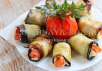 Рулетики из баклажанов с помидорами и сыром