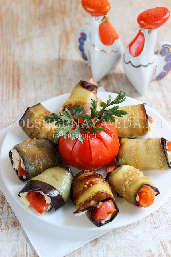 ruletiki iz baklazhanov s pomidorami i syrom 9