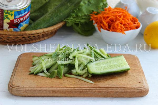 salat s korejskoj morkovyu i krabovymi palochkami 2