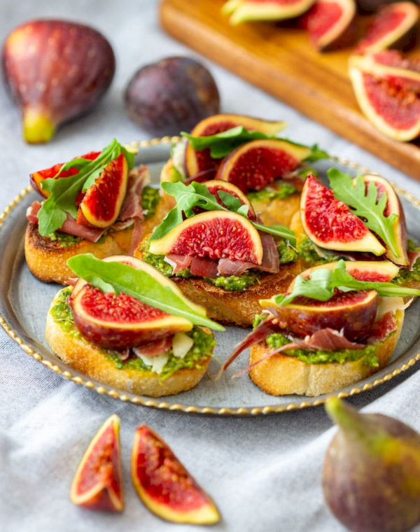 prosciutto fig crostini picture