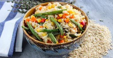 Коричневый рис с овощами