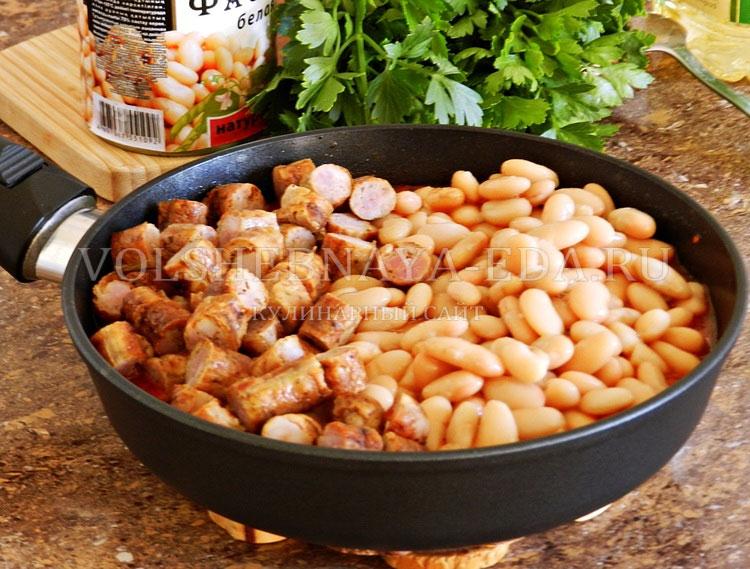 ostryj sup s pertsem, fasolyu i kolbaskami 10