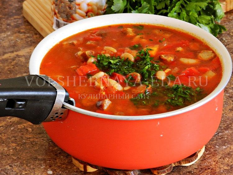 ostryj sup s pertsem, fasolyu i kolbaskami 12